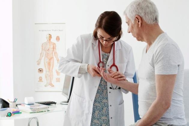 при артрозе следует обратиться к ревматологу