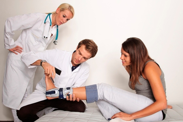 лечением переломов занимается травматолог