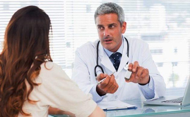 при появлении симптомов тендовагинита следует обратиться к врачу