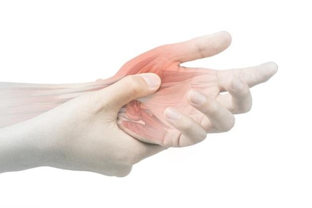 Растяжение пальца руки