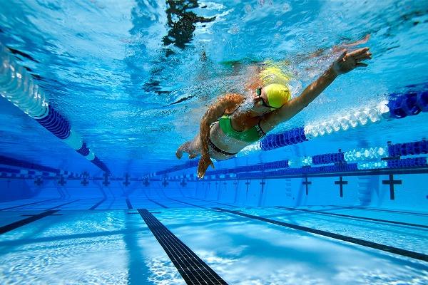 при остеопорозе тазобедренного сустава полезно плавание