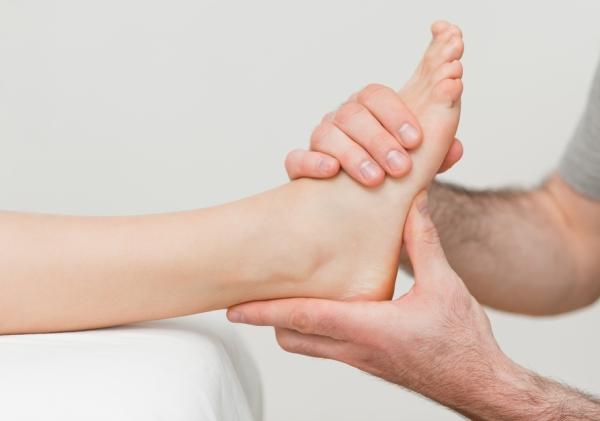 Лечение растяжения связок в домашних условиях при помощи массажа